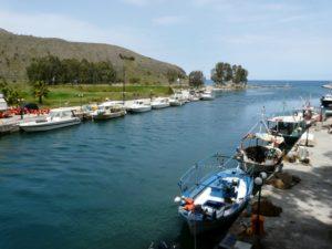 Mały port rybacki wGeorgioupolis - Kreta