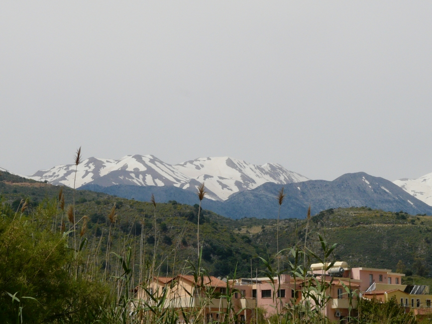 Ośnieżone szczyty gór naKrecie, Grecja
