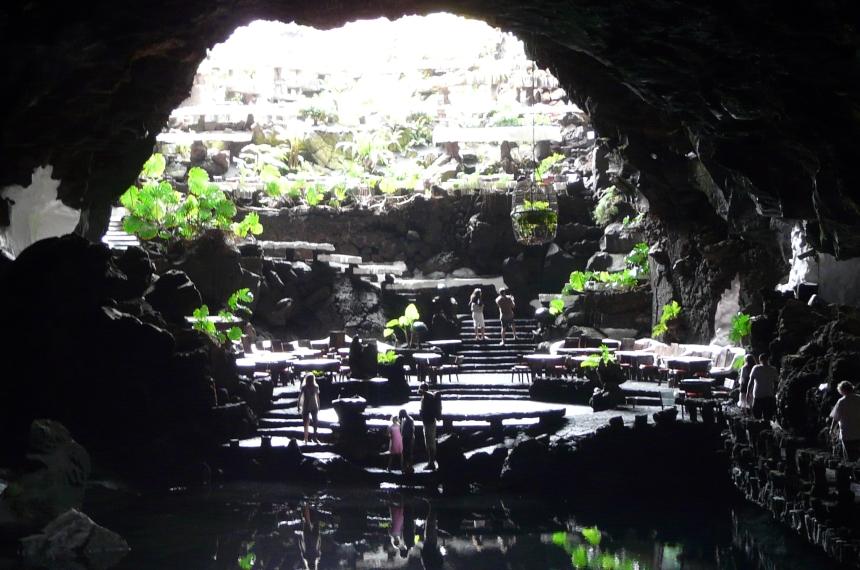 Wejście dojaskini Jameos del Agua naLanzarote