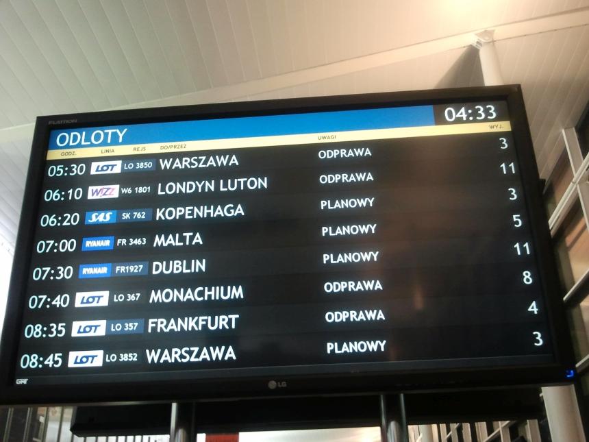 Tablica odlotów wporcie lotniczym Wrocław