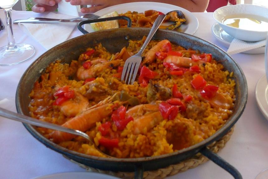 Paella - hiszpańska, tradycyjna potrawa