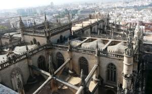 """Widok dachu katedry Najświętszej Marii Panny, Sewilla, Hiszpania"""" alt=""""Widok dachu katedry Najświętszej Marii Panny, Sewilla, Hiszpania"""