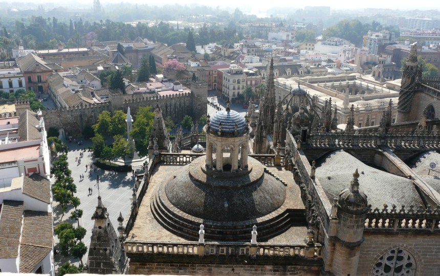 Widok naSewillę zwieży katedralnej, Sewilla, Hiszpania