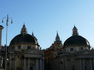 Dwa bliźniacze kościoły - Santa Maria dei Miracoli orazSanta Maria di Montesanto naPiazza del Popolo