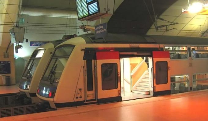 Pociąg RER, Paryż