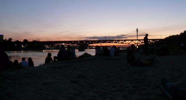 Widok nawarszawską plaże orazMost Świętokrzyski