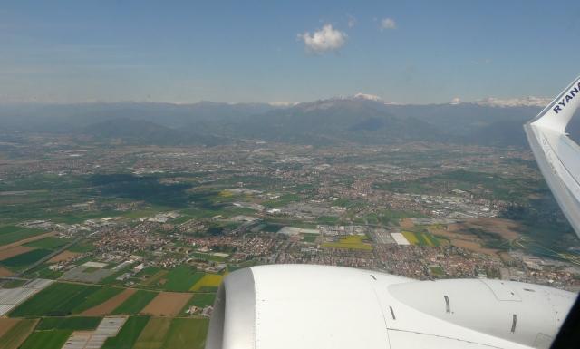 Widok naBergamo zsamolotu Ryanair