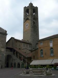 Piazza Vecchia iwieża miejska, Bergamo, Włochy