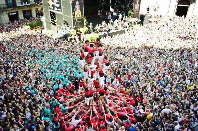 Na zdjęciu fiesta wBarcelonie, Hiszpania