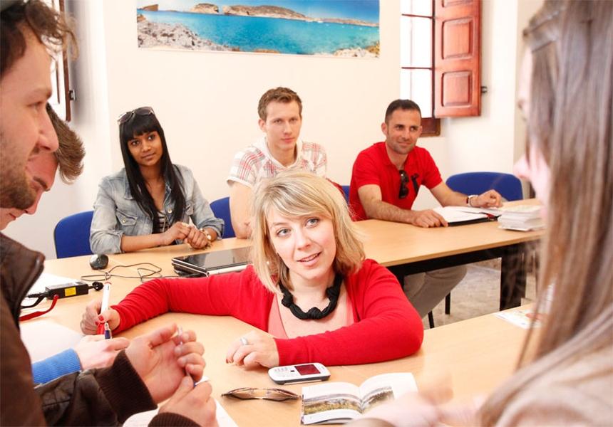 Dlaczego warto wyjechać na kurs językowy za granicę?