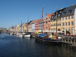 Co warto zobaczyć wKopenhadze? Nazdjęciu Port Nyhavn
