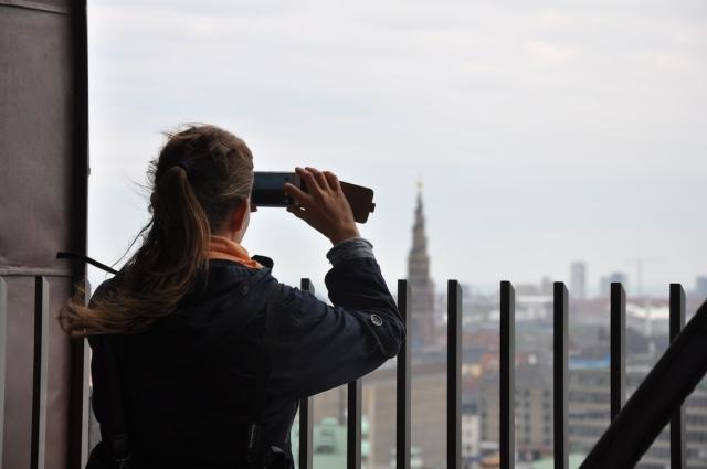 Widok zwieży Christiansborg naKopenhagę