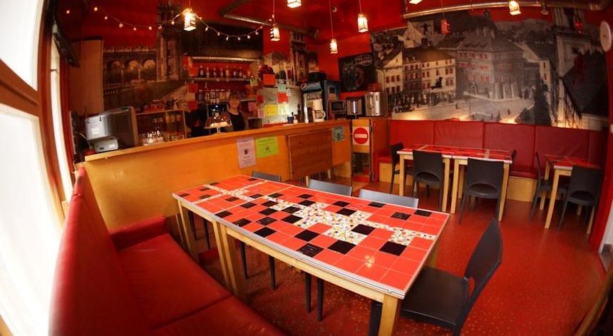 Bar whostelu Oki Doki Warszawa