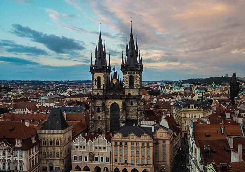 Kościół Matki Bożej przed Tynem, Praga - widok zRatusza Staromiejskiego