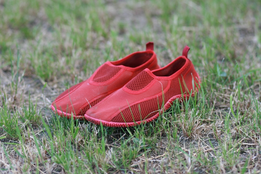 Buty dowody - spływ kajakowy Pliszką