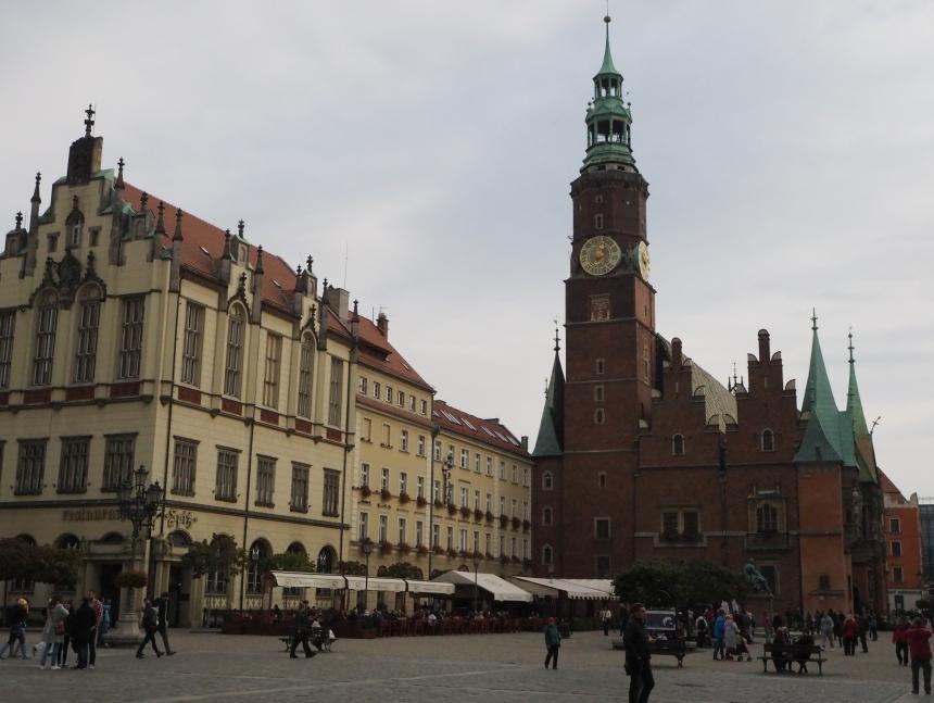Rynek Starego Miasta we Wrocławiu - widok naRatusz