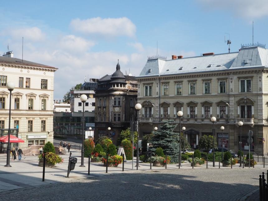 Plac zzabytkowymi kamienicami wBielsku-Białej