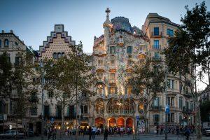 Casa Batllo, Gaudi, Barcelona, źródło: wikimedia.org