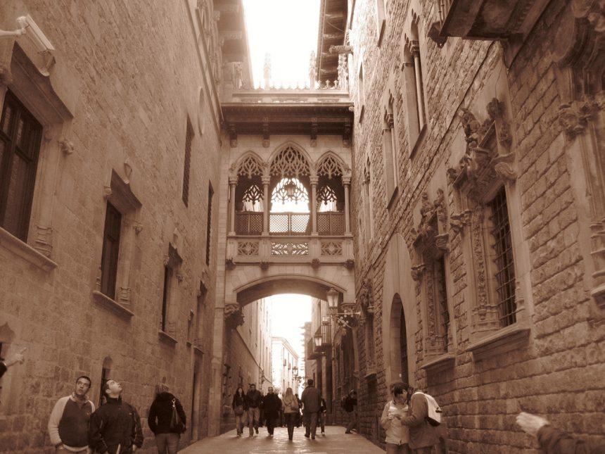 Dzielnica gotycka, Barcelona, źródło: staticflickr.com
