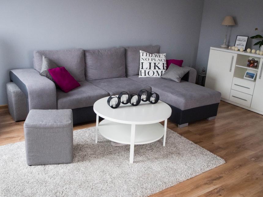 Sofa wmieszkaniu podróżnika