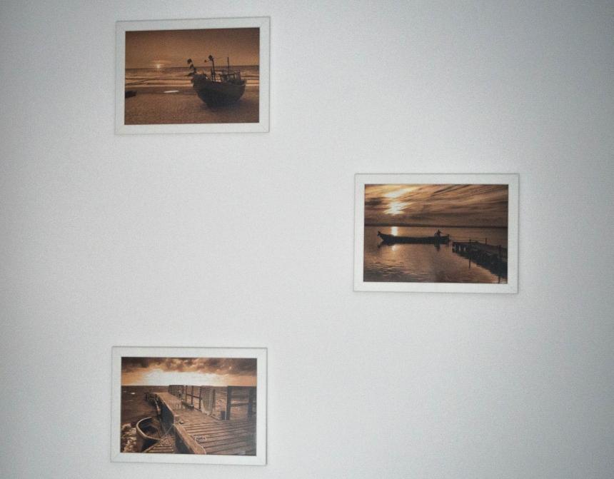 Ściana zpodróżniczymi obrazkami