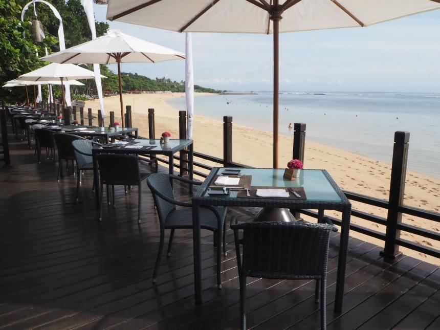 Restauracja whotelu Melia Bali zwidokiem naocean