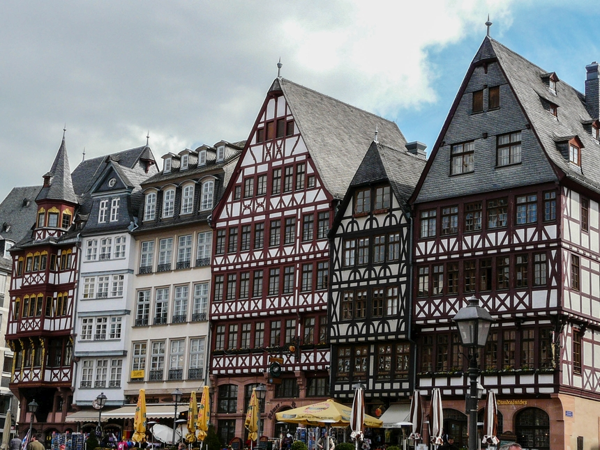 Frankfurt nadMenem to miasto położone wNiemczech, które można odwiedzić autobusem zPolski \ podrozniczo.pl