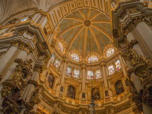 Wnętrze katedry wGranadzie, Andaluzja, Hiszpania