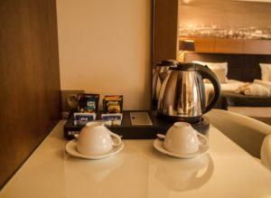 Zestaw doparzenia kawy iherbaty wpokoju Mercure Bydgoszcz Sepia
