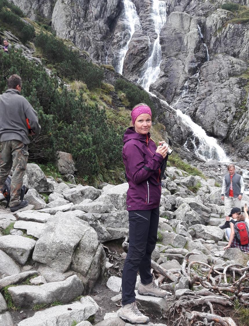 Kurtka przeciwdeszczowa - niezbędna podczas wyjazdu wgóry