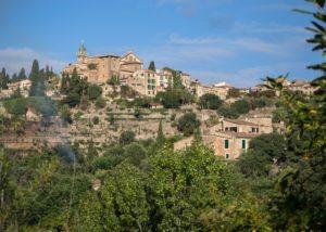 Widok naValdemossę - miejscowość wgórach, Majorka