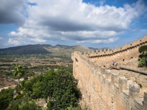 Widok naokolice zzamku Castell de Capdepera, Majorka