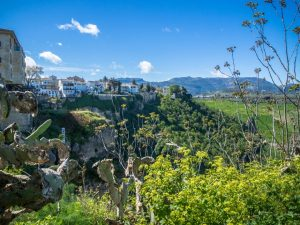 Ronda, widok zmostu naokolicę, Hiszpania
