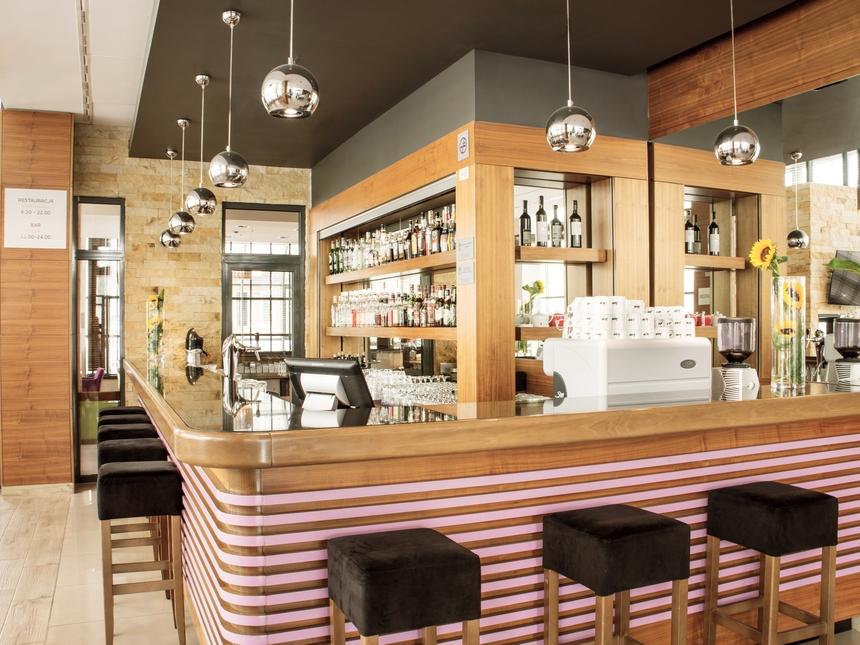 Bar whotelu Mercure Warszawa Airport