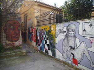Graffiti wstarej części Aten - dzielnica Plaka