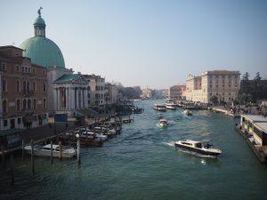 Wenecja - miasto nawodzie pełne tramwajów wodnych