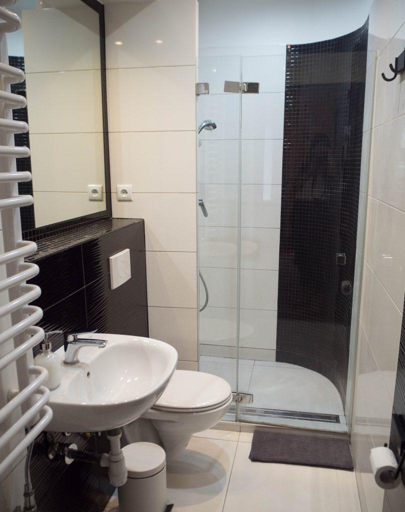 Łazienka wpokoju białym - Lull Hostel