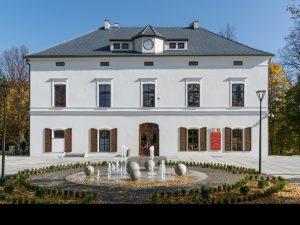 Pałac królewny Marianny Orańskiej, obecnie siedziba Urzędu Miasta iGminy