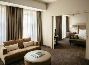 Pokój Parvus Suite whotelu Vienna House QF Dresden