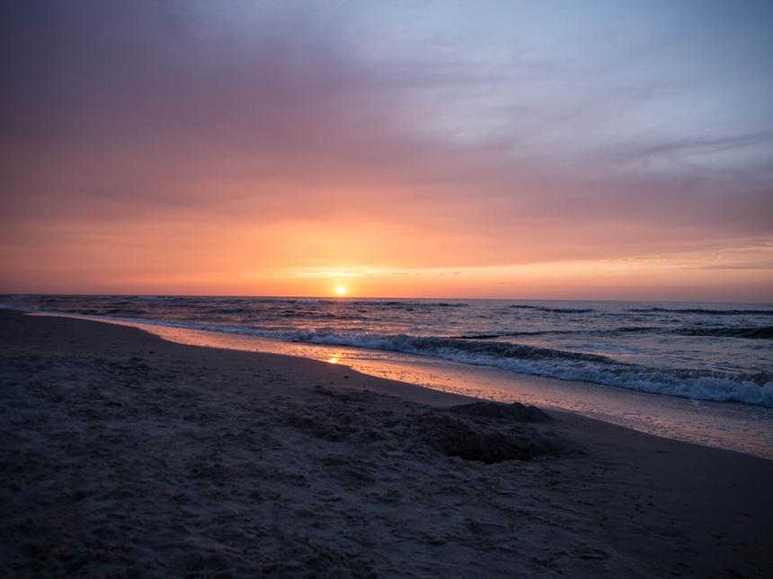 Zachód słońca naplaży wGąskach
