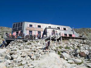 Chata podRysami, najwyżej położone schronisko wTatrach