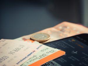Bilet lotniczy - pomysł naprezent dlapodróżnika