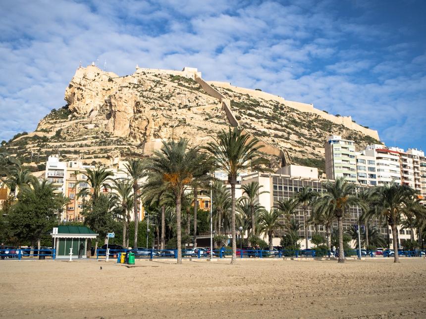 Wzgórze zzamkiem Castillo de Santa Bárbara, Alicante