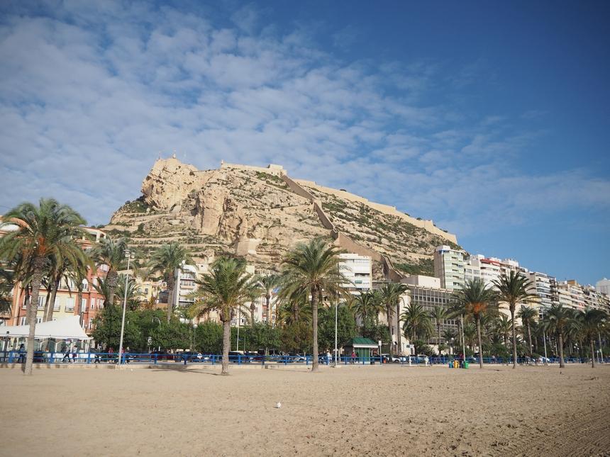Alicante - widok naZamek św. Barbary zplaży
