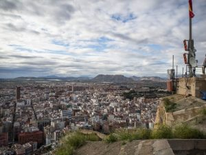 Widok naAlicante znajwyższego poziomu zamku św. Barbary