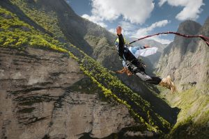 Skok nabungee - atrakcja dlażądnych przygód