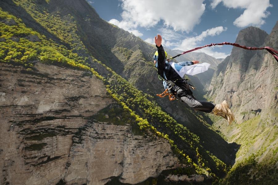 Skok na bungee - atrakcja dla żądnych przygód