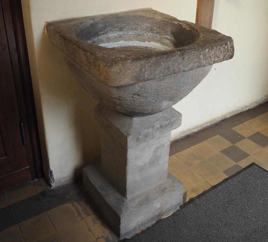 Kropielnica zXV wieku - najstarszy element wyposażenia kościoła św. Mikołaja wŻydowie