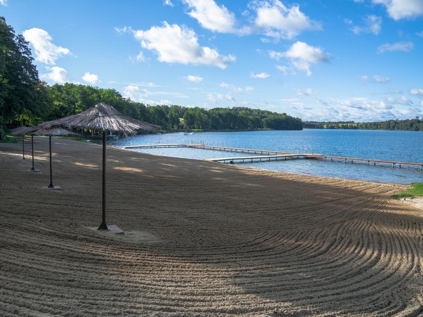 Sieraków - plaża nadjeziorem Jaroszewskim