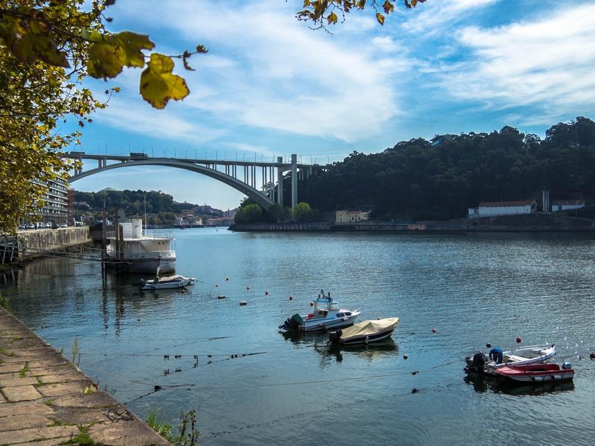 Porto - widok zdrogi nadocean
